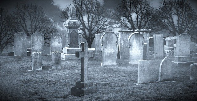 Une sculpture funéraire pour rendre hommage à une personne défunte